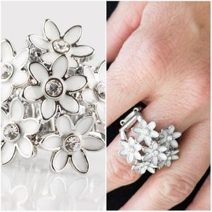 BLOOMING BOUTIQUE WHITE RING